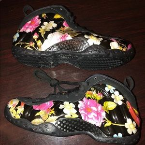 "Nike Women Air Foamposite One ""Floral"" Size 9"